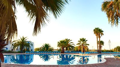 Photo for Golden Club: Apartment T0 + 1 for 4 adults with terrace and swimming pools