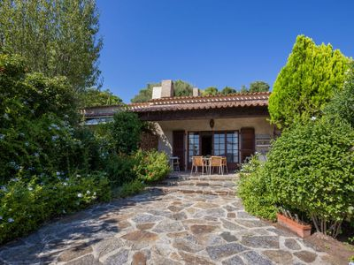 Photo for 2 bedroom Villa, sleeps 6 with WiFi and Walk to Shops