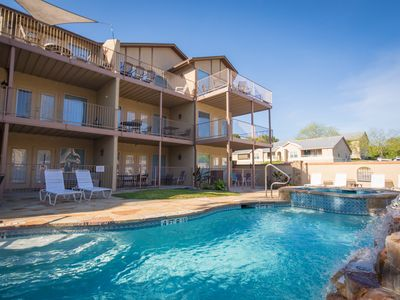 Waterwheel Treehouse Condo- Multiple Pools/Hot Tubs, Close to Schlitterbahn!