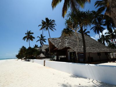Luxury african style, relax right on the beach
