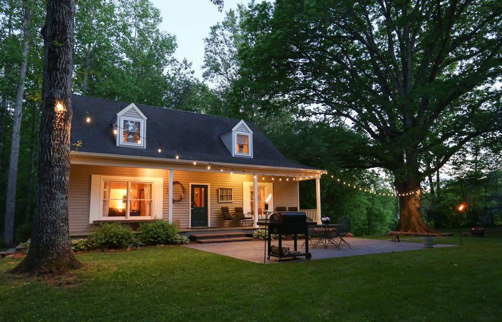 C 39 ville country retreat for uva events wine vrbo for Charlottesville cabin rentals hot tub