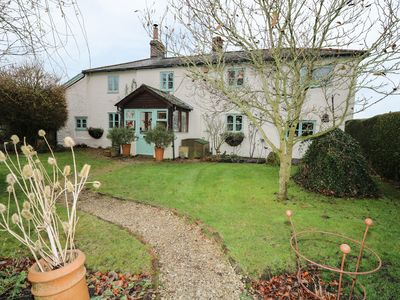 Photo for LARKWHISTLE COTTAGE, pet friendly in Pewsey, Ref 968583