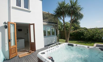 Photo for Bag-End House   7 Bedrooms / Sleeps 14   Hot Tub*
