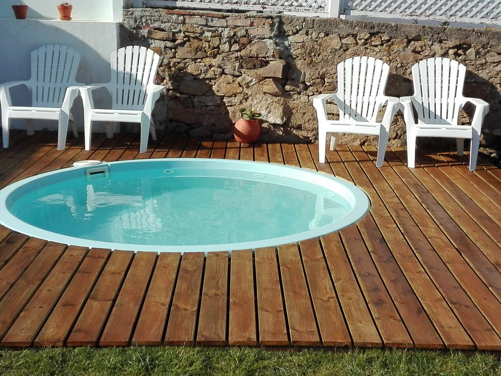 House with enclosed garden and swimming pool for children. Pets ...