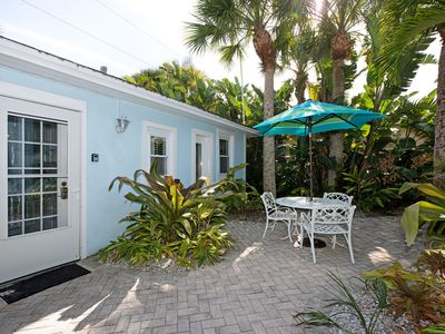 THE COTTAGE - 32 Steps to the Beach - Sleeps 2, drive to your door, Wifi, Grill.