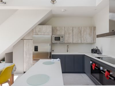 Photo for Gorgeous, modern 3 bed with roof terrace, Putney