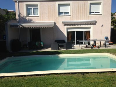 Photo for House in quiet between city and countryside. Swimming pool and garden very pleasant.