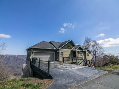 Photo for Hangin' Out - Stunning Mountain Views, Pet Friendly, Garage, Jacuzzi Tub