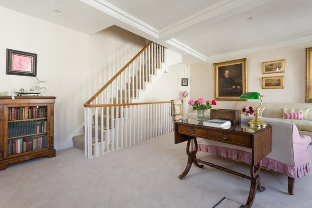 London Home 114, Imagine Your Family Renting a Luxury Holiday Home Close to London's Main Attractions - Studio Villa, Sleeps 4