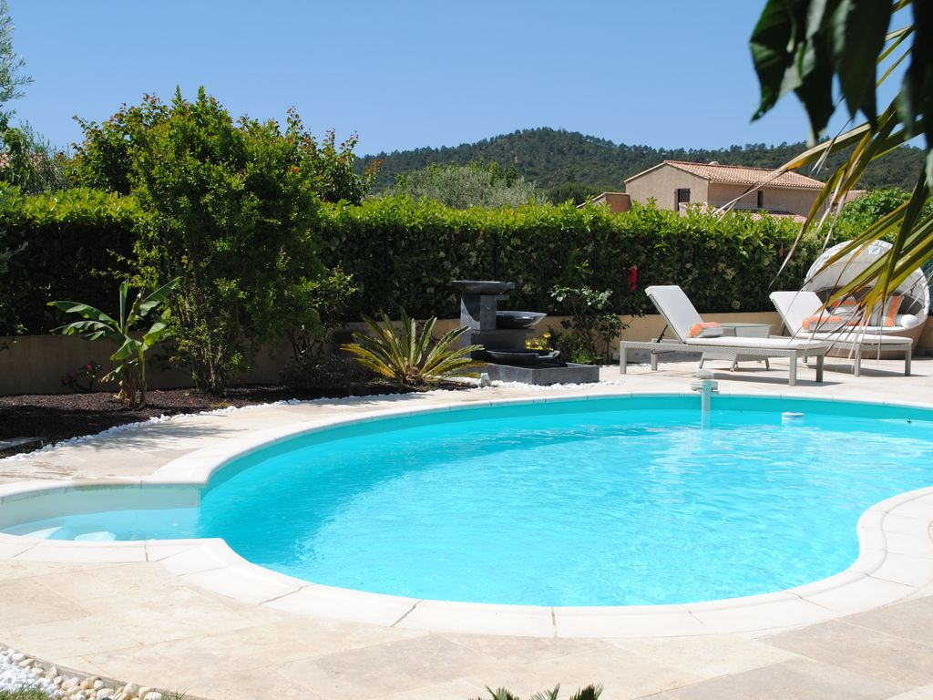 Superbe villa piscine prestations luxueuses prox mer for Prix piscine 9x5