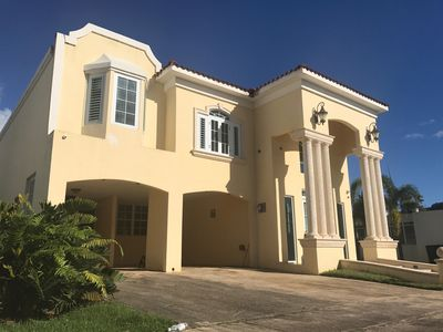 Two story house with 3-bedrooms and a 23ft heigth living.