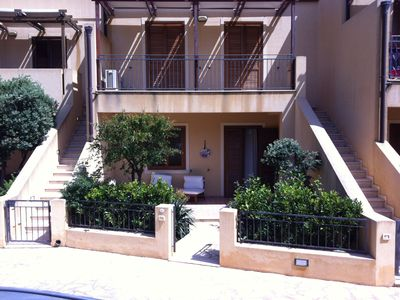 Photo for Terraced house in quiet residence at 200 meters from the sea, 6/7 beds