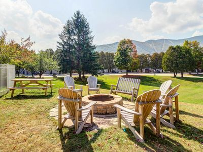 Photo for Lovely ski condo boasts great location, shared hot tub, pools, & tennis courts!