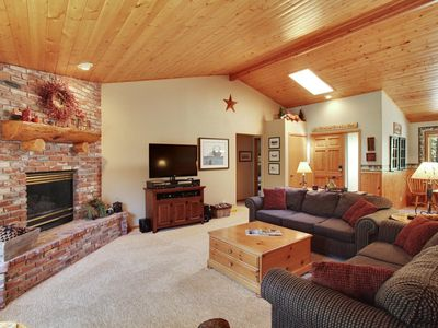 Photo for Irresistible Home near Sunriver Market Place w/ Free SHARC Passes, A/C & More!