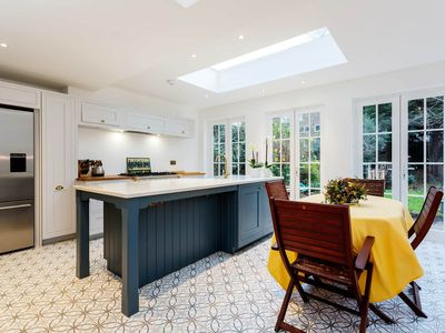 Photo for Stunning & spacious 5 bedroom family home in North London, sleeps 10 (Veeve)