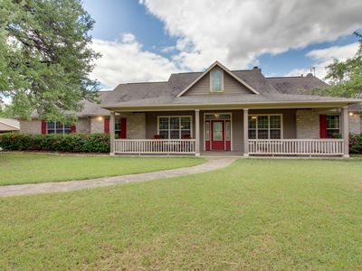 Photo for Family-friendly Hill Country home with large yard and a jetted tub!
