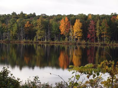 The start of fall color on the lake
