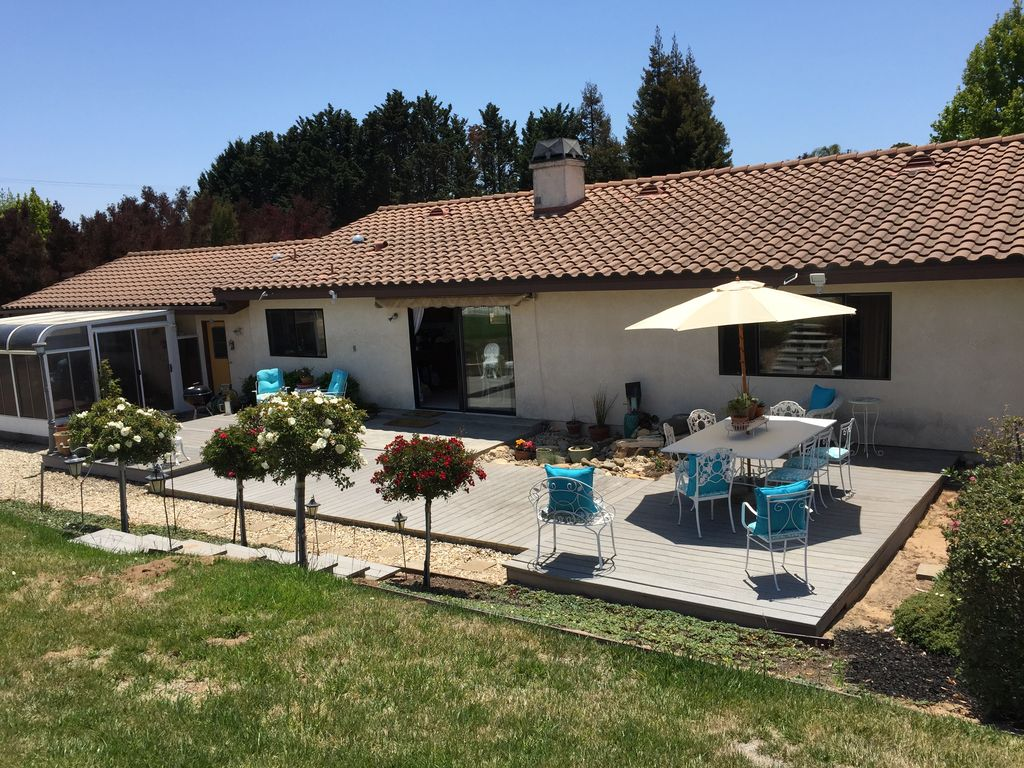 sunny and spacious backyard is fully fence vrbo