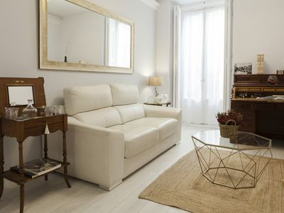 Photo for It opens this new, elegant and spacious apartment, next to the Plaza Mayor and Sol