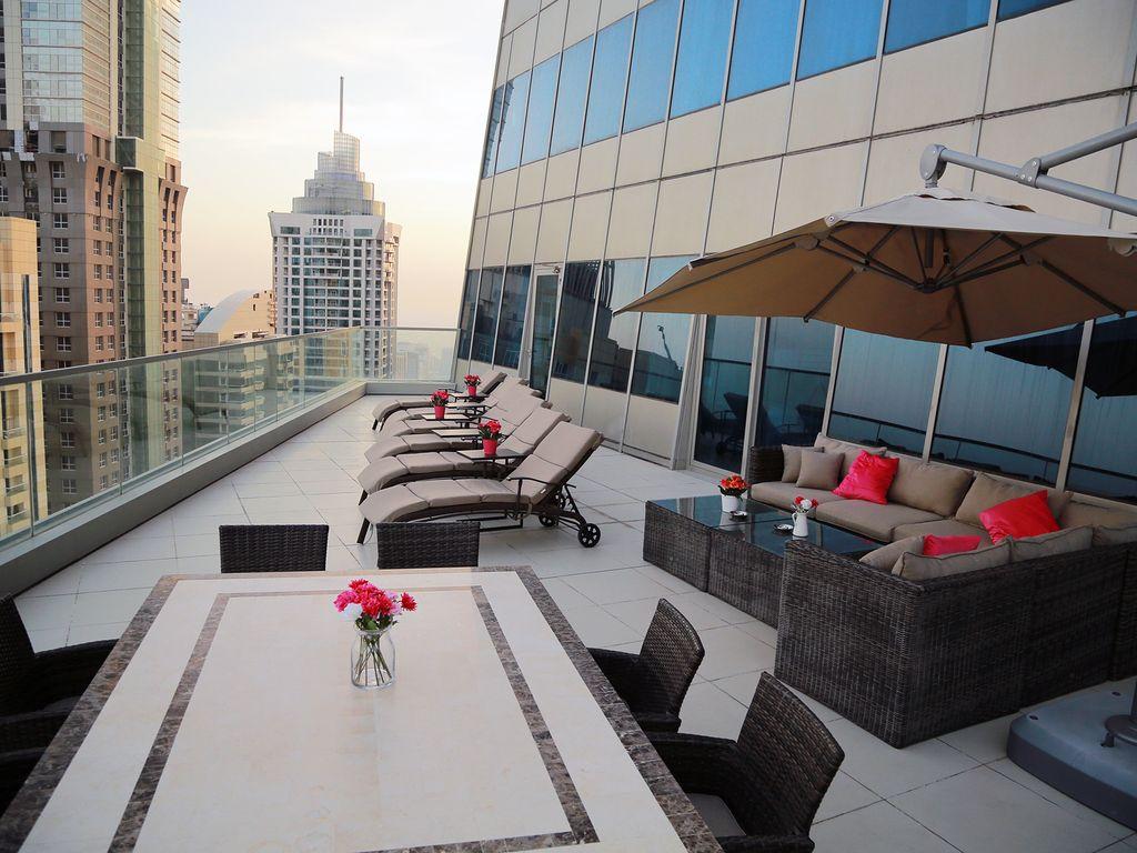 Breathtaking 3BR 75th Floor Marina 100sqm Terrace