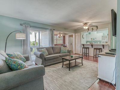 Photo for Newly Remodeled 2 BR 2 Bath Condo, Mins to the beach. 3 Pools, Tennis courts