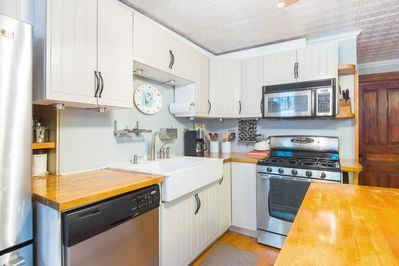 Fully equipped state of the art kitchen with island and dining area