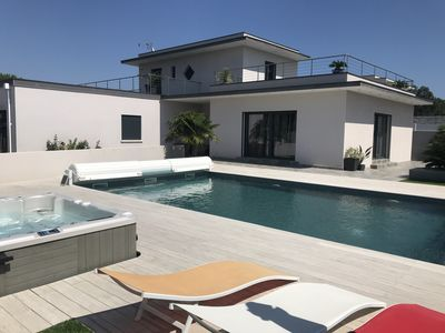 Photo for Villa with heated pool and Jacuzzi 3 minutes walk from the beach