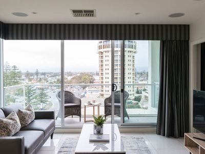 """Photo for """"LIBERTY 727"""" - Modern 3 bedroom Apt near Jetty Road with views"""