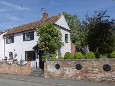 Photo for Pretty Period  Cottage in small Market town of  Bingham, Nottingham area