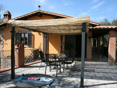 Photo for Up to 5 people  small villa with private pool and garden. Peaceful and panoramic. Between Arezzo and