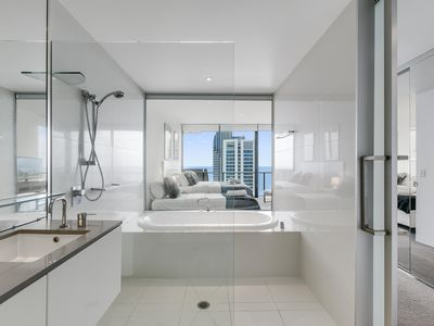 Photo for Circle on Cavill - 4 Bedroom Sub Penthouse - 7 Night - 2543 - Spacious unit with modern furnishings