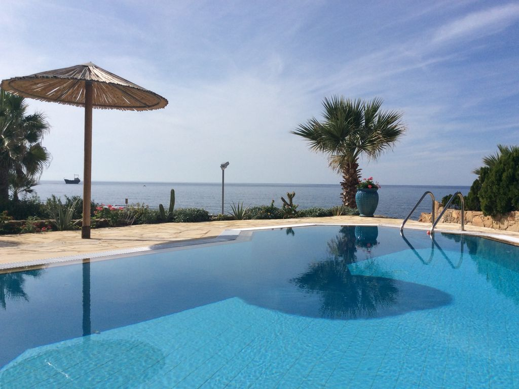 Luxury detached sea front villa with own Swimming pool - Paphos