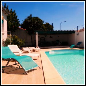 Photo for Villa with private pool in Carcassonne town, quiet area with castle views
