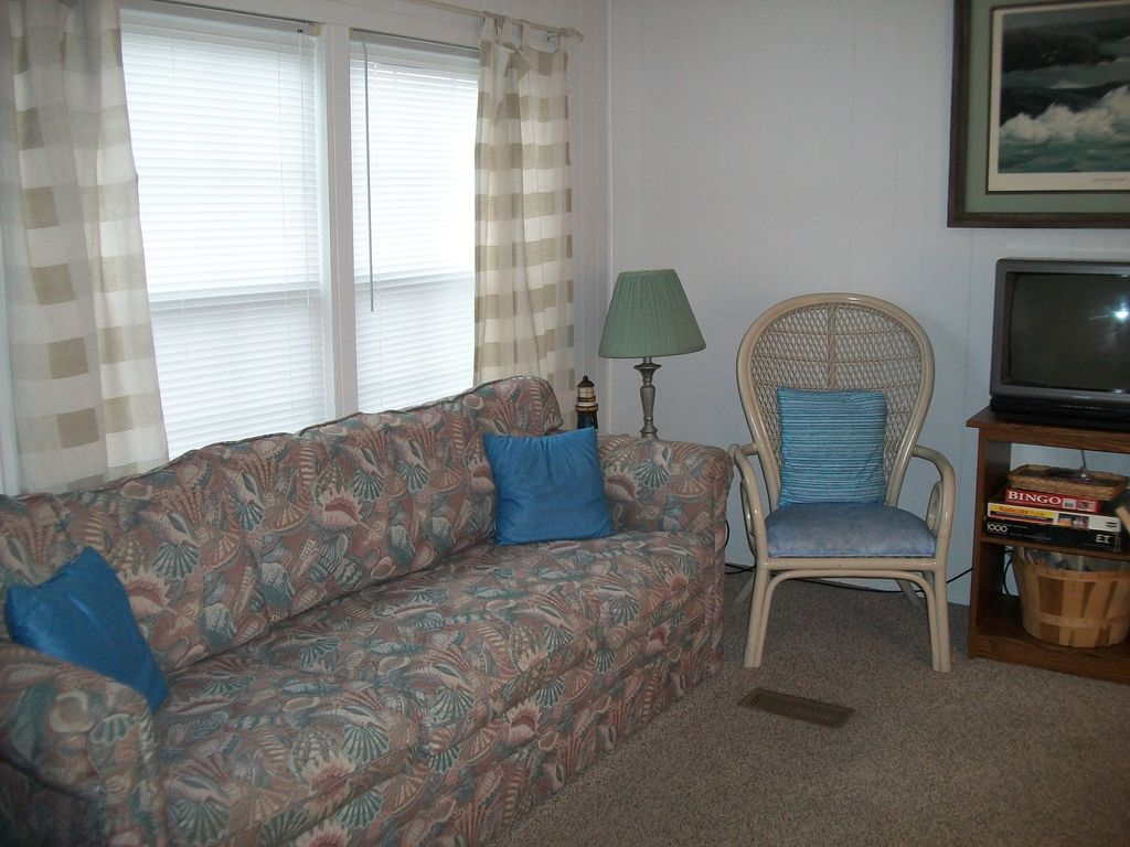 Steps to Beach, Pools, Hot Tub, Golf Cart, Linens, Great Location, Privacy