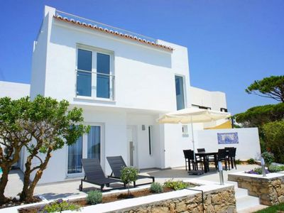 Photo for Modern villa overlooking Vale  do Lobo beach. A few minutes to the Praca. T122