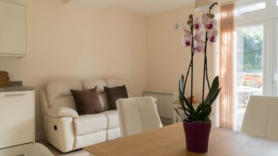 Photo for Vectis Holiday Homes, Modern, spacious apartment, great location, free WIFI