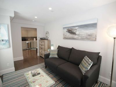Photo for Immaculate 1 BD Plus Sleeping Den --A/C, Parking, Close to Everything!