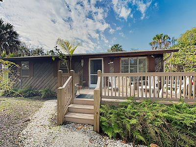 Breezy Sanibel Island Bungalow – Screened Porch & 2 Bicycles for Guest Use
