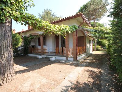 Photo for Spacious house with big garden in a central position at 600mt from the beach.