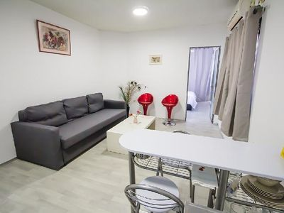 Photo for Cozy, bright 1-bedroom apartment 20/5