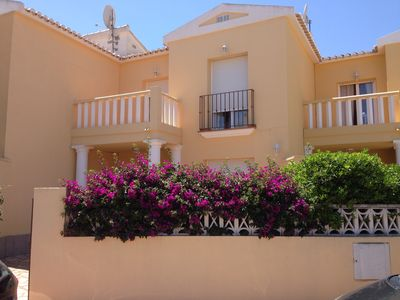 Photo for Terraced house in calm location near beach and shops, pool, Wifi, TV-SAT, a/c