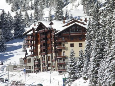 Photo for Luxury 4* ski-in ski-out apartment with pool, jacuzzi, sauna, steam room and gym