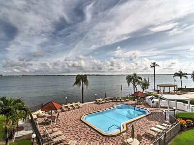 Photo for Tropical Paradise! St. Pete condo w/ balcony & pool access!