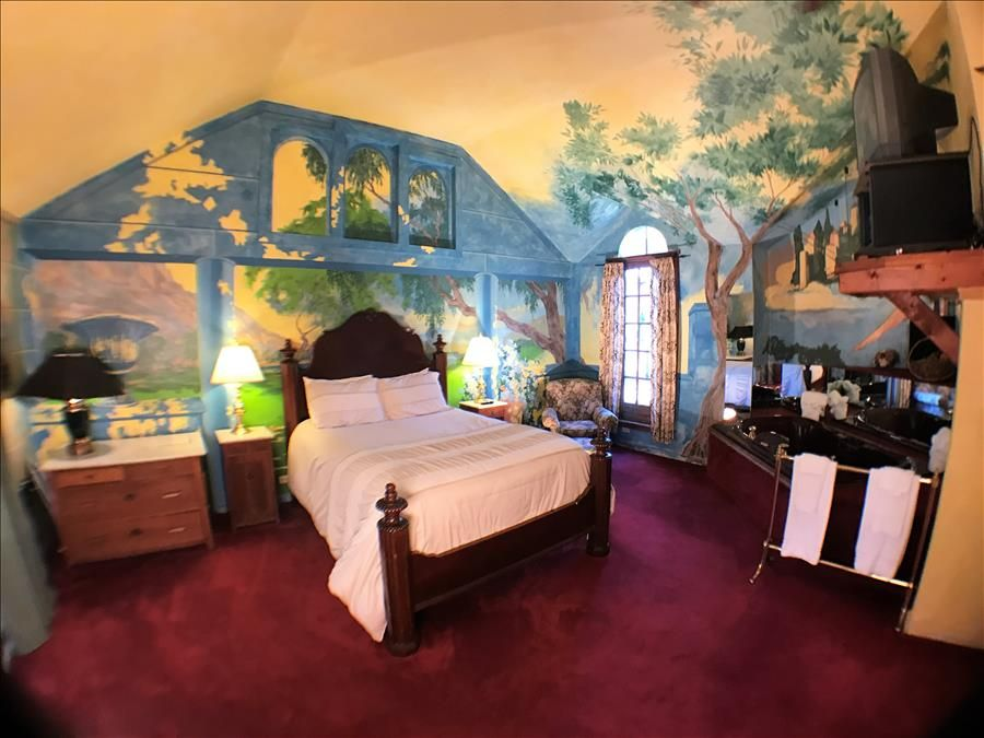 Rogue's Manor Maxfield Parrish Suite, Queen Bed, Fireplace ...