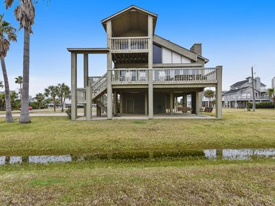 Photo for All Decked Out is a modern 3/2 in coveted Pirates' Beach sleeps 10!