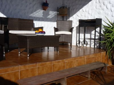 Al fresco shaded lounging area to enjoy the view and barbecue.