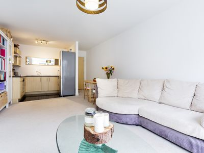 Photo for A stylish yet cosy one bed property located near lush Battersea Park (Veeve)