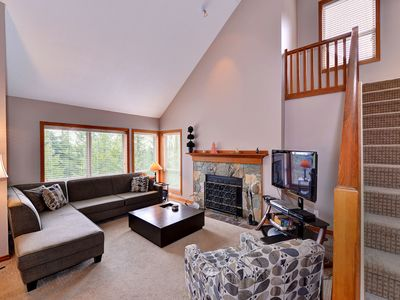 Painted Cliff Ski-in, Ski-out Luxury with serene mountain views, sleeps 8 (16)