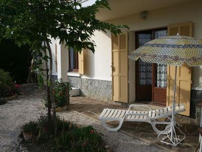 Photo for Sympatique Independent ground floor apartment with shaded terrace
