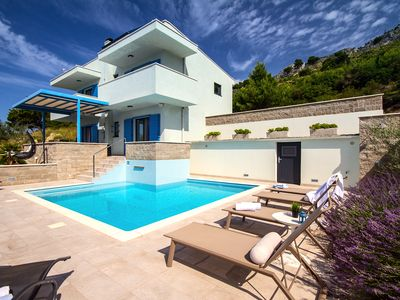 Photo for Villa Allegra with 32msq heated pool, 300m far from sandy beaches, open sea view
